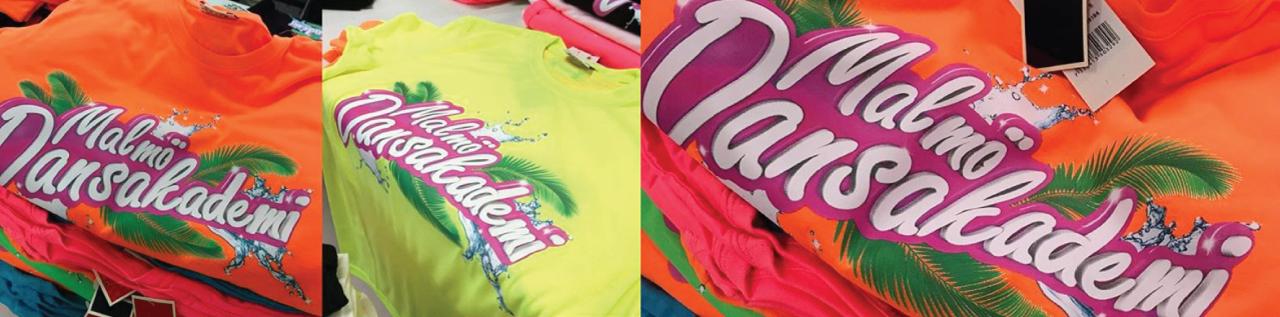 tryck på t-shirt i flerfärg
